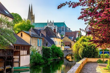 Chartres (c) Shutterstock